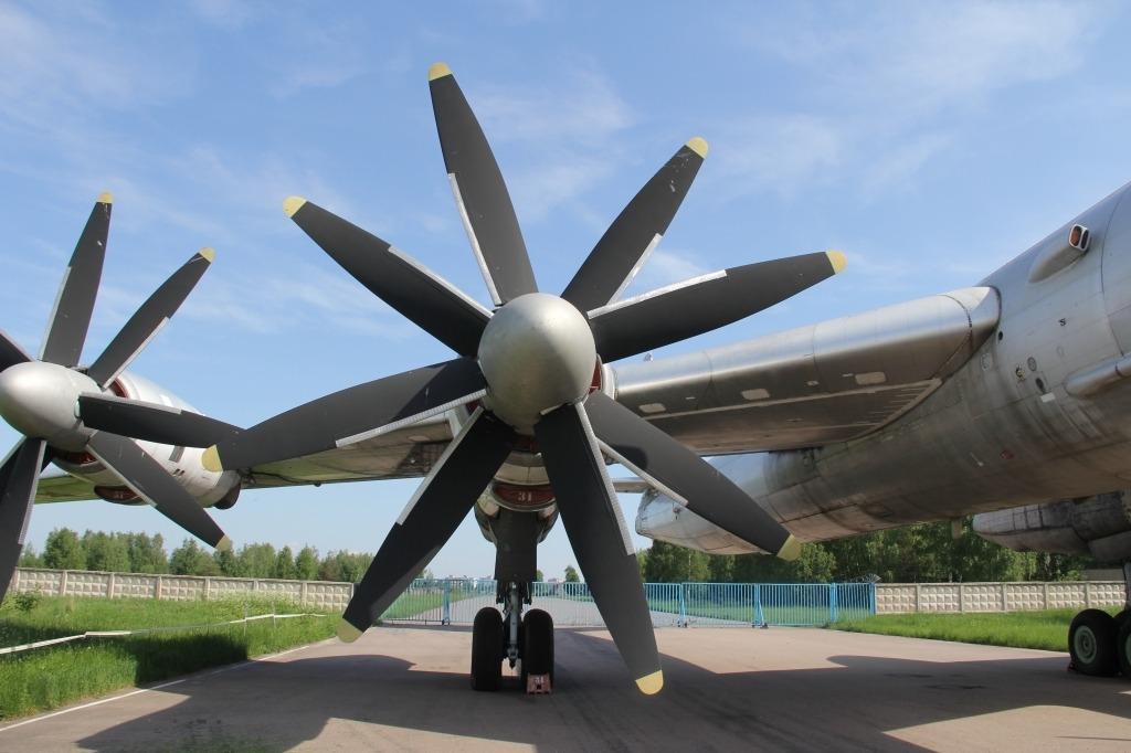 Tupolev Tu95MS Bombers Exterior