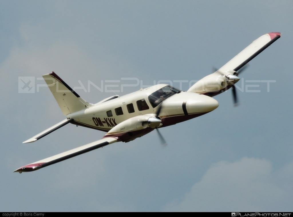 Cirrus Perception Airplane Images